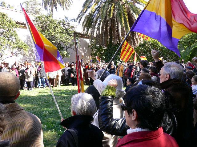 http://www.nodo50.org/foroporlamemoria/documentos/2006/img/escuchando_La_Muixeranga.jpg