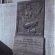 Barcelona restituye la inscripción oculta de un monumento a la República