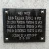 Colocación de la placa en el cementerio de Boadilla (Salamanca)