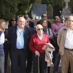 El senador Javier de Irizar (d) junto a un veterano ex preso_B