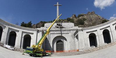 DESMONTAJE ESCULTURA PIEDAD VALLE DE LOS CAIDOS