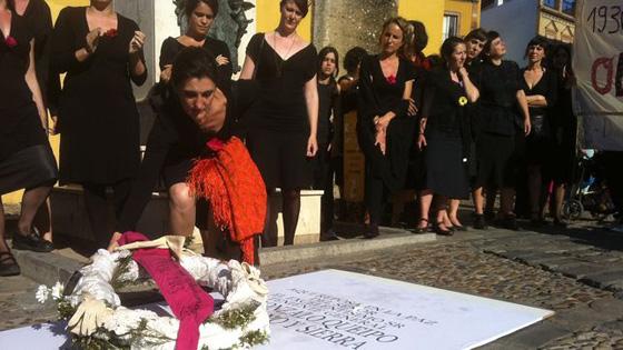 mujeres-olviamos-replica-Queipo-Llano_EDIIMA20130525_0137_13