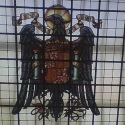 gallina-franquista-vidriera-Banco-España alicante