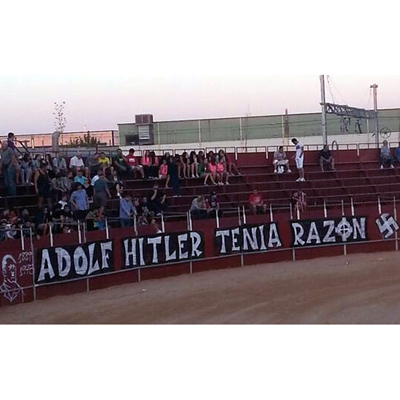 Pintada-nazi-plaza-toros-Pinto