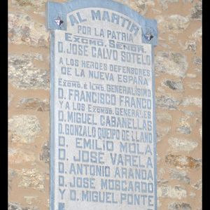 Placas-recolocadas-Vila-Cruces_EDIIMA20131202_0444_13